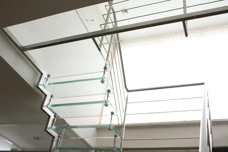 Glazen steek bordes trap
