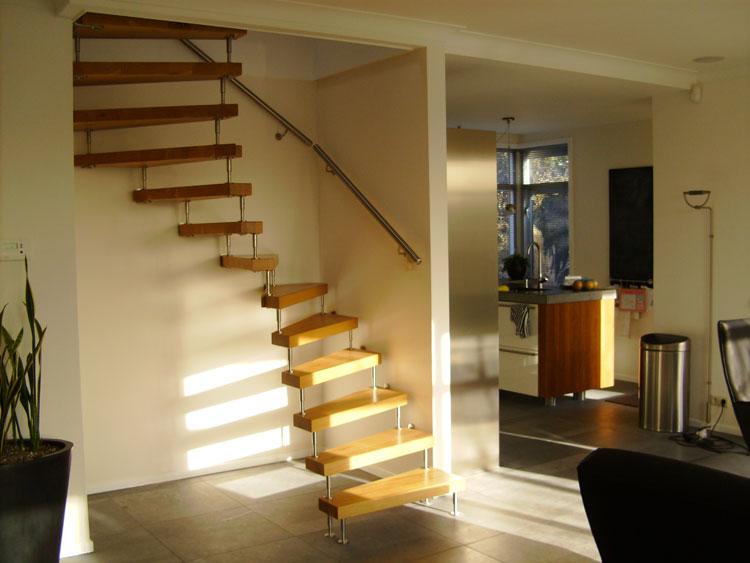 Moderne open trap met dubbele kwart