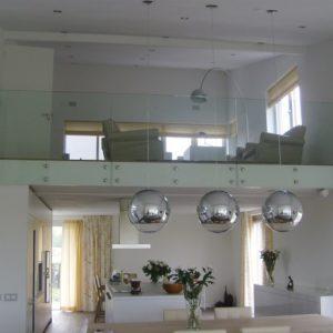 Glazen vide balustrade