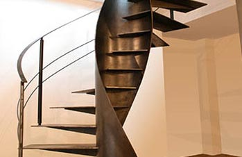 Kenngott trappen - Binnen houten huis ...