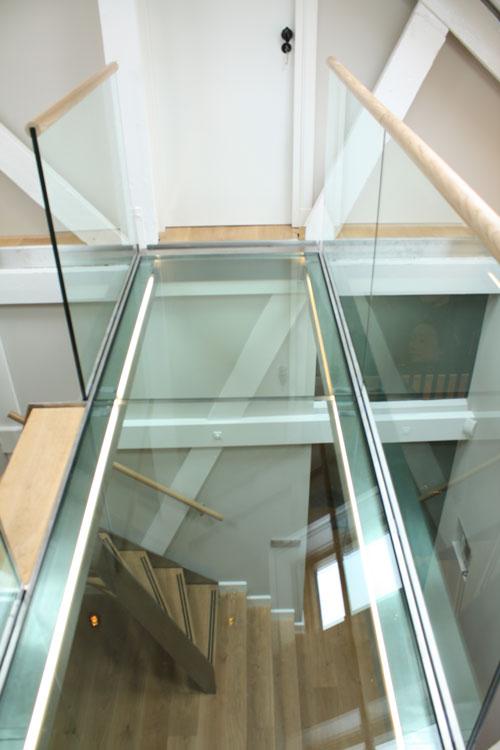 Glazen loopbrug