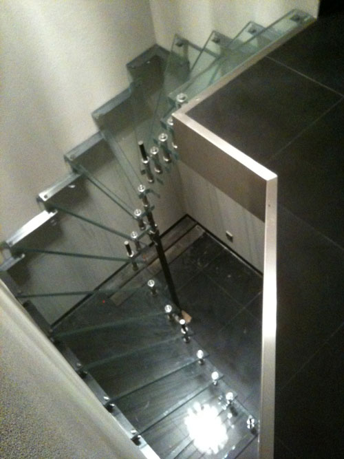 Glazen design trap