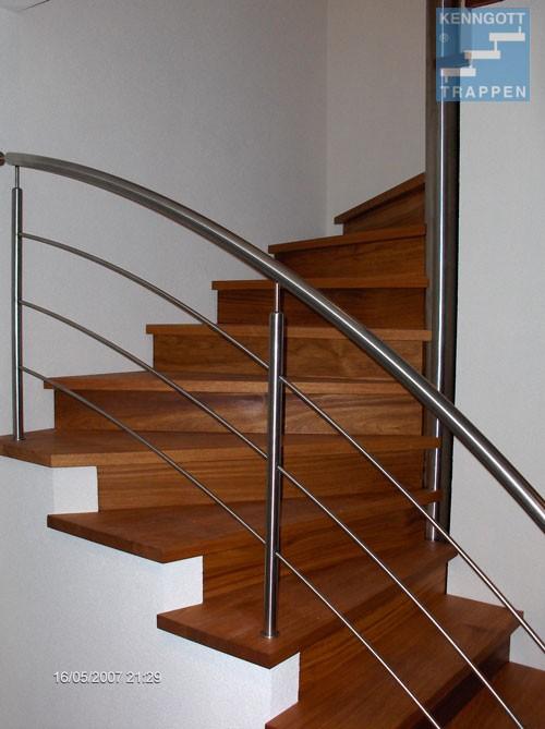 houten trap met merbau treden