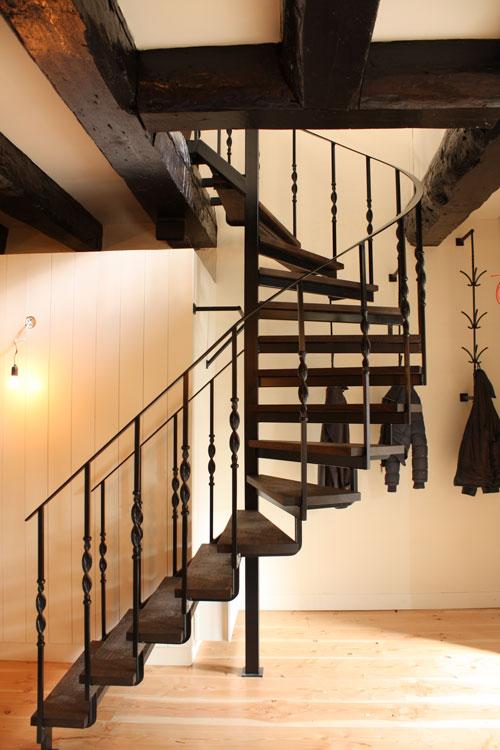 Stalen spil met onder steek trap