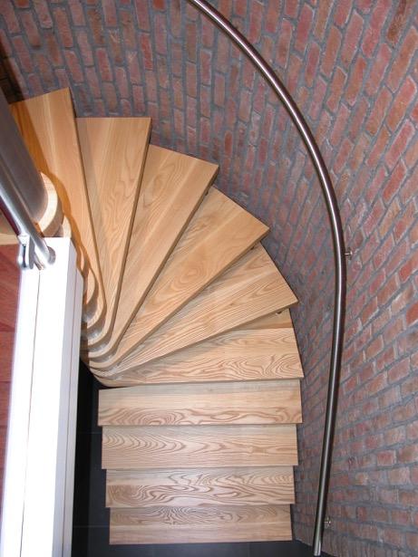 vrijdragende houten trap