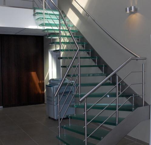 Glazen trap met RVS trapboom