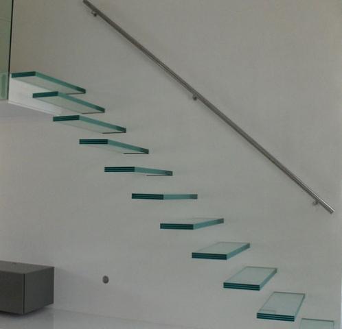 Zwevende Glazen trap met Speciale bevestiging in de muur