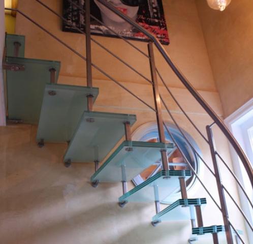 Glazen onderkwart trap