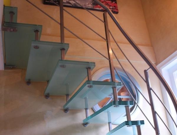 Vrijdragende glazen trap G67
