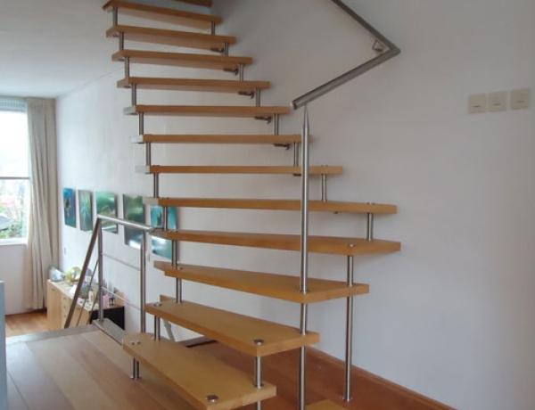 Vrijdragende trap HM129