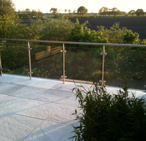Glazen buiten balustrade