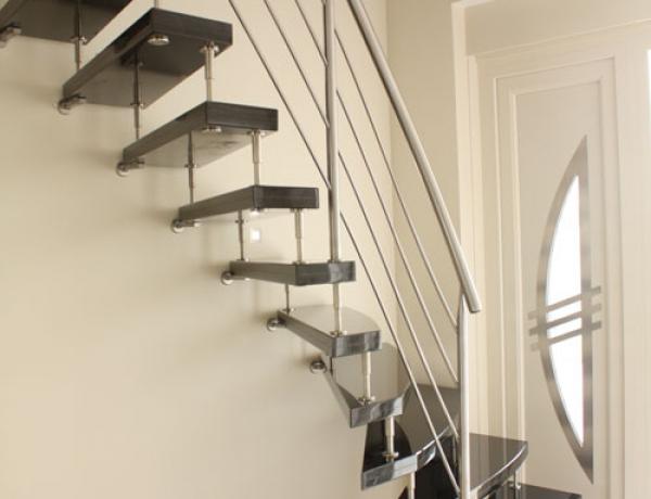 Vrijdragende natuursteen trap N55