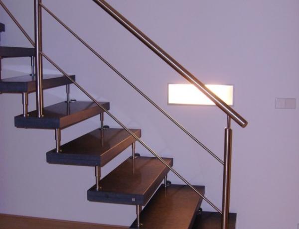 Vrijdragende natuurstenen trap N58