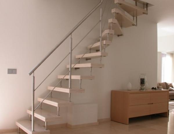 Vrijdragende natuurstenen trap N80