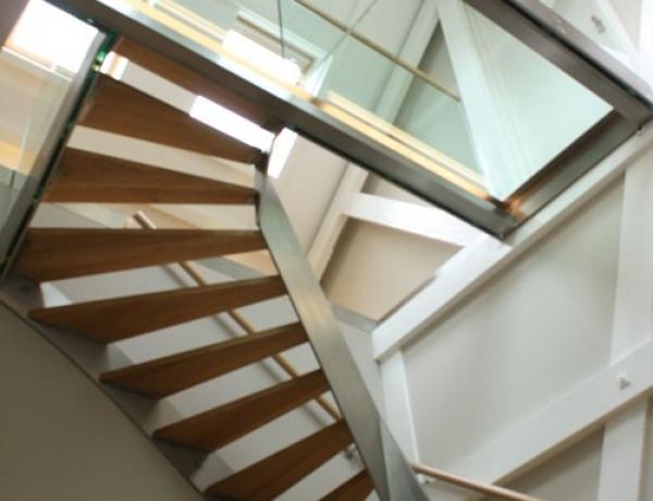 Design trap met glazen loopbrug RVS 32