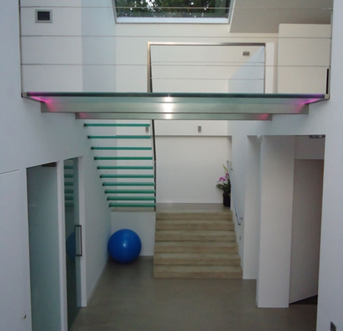 Glazen zwevende trap met Glazen bordes en RVS balustrade