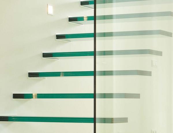 Zwevende glazen trap G101